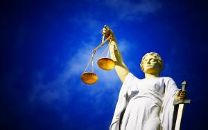 Δικαστηριακή μεταρρύθμιση και δίκαιο της ανάγκης