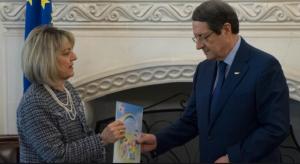 Αποχαιρετά και ευχαριστεί τους συνεργάτες της η Επίτροπος Προστασίας των Δικαιωμάτων του Παιδιού, Λήδα Κουρσουμπά