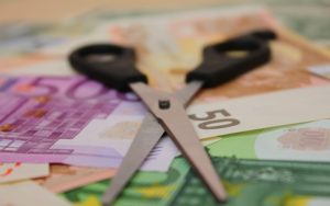 Περικοπές ύψους €367 εκατομμυρίων από τον κρατικό προϋπoλογισμό 2020 για αντιμετώπιση των συνεπειών της πανδημίας