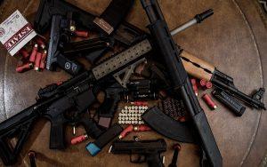Επιτροπή Νομικών: Συζήτησαν για τα πυροβόλα όπλα και τις τηλεφωνικές παρακολουθήσεις