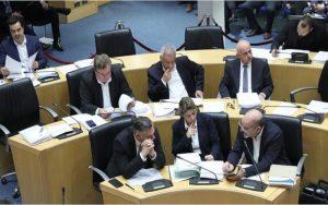 Η Ολομέλεια της Βουλής ψηφίζει τους νόμους για τις παρακολουθήσεις και τις εξώσεις