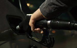 Η κατάρρευση των τιμών του πετρελαίου