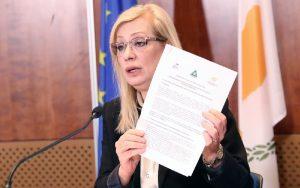 Ψηφίστηκε ο νόμος επαναφοράς εξουσίας της Υπουργού Εργασίας για έκδοση διαταγμάτων περί ρύθμισης ωραρίου των καταστημάτων