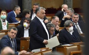 Σύμφωνη η Ουγγαρία με πρόθεση Κομισιόν για έλεγχο εφαρμογής προσωρινών μέτρων για COVID19