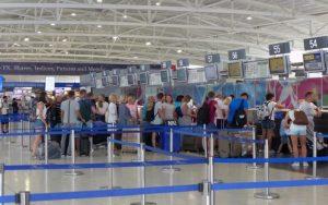 Ξεκινούν πτήσεις από 19 χώρες από 9 Ιουνίου, επανανοίγουν τα ξενοδοχεία την 1η Ιουνίου