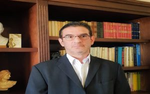 "E. Πουργουρίδης: Προσπαθούν να φιμώσουν το ""Κράτος Δικαίου"" για να μην συζητηθούν δημοσίως τα νομοσχέδια της μεταρρύθμισης"