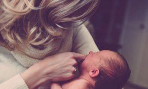 Τροποποιείται η νομοθεσία για δημιουργία κατάλληλα διαμορφωμένου χώρου για μητρικό θηλασμό στους εργασιακούς χώρους