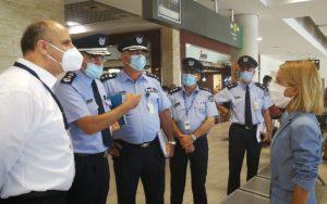 Στο Αεροδρόμιο Πάφου για έλεγχο η Υπουργός Δικαιοσύνης  – Ικανοποιημένη με τα μέτρα (pics)