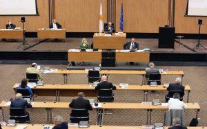Η Ολομέλεια της Βουλής ψήφισε οριακά την 15η τροποποίηση του Συντάγματος