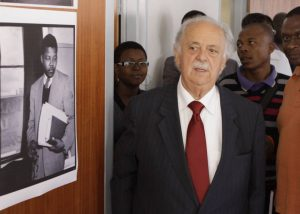 Έφυγε από τη ζωή ο Έλληνας δικηγόρος του Νέλσον Μαντέλα
