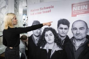 Οι Ελβετοί είπαν «όχι» στον περιορισμό της ελεύθερης κυκλοφορίας ανθρώπων με την ΕΕ