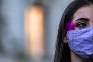 Η πολιτεία παρέχει στήριξη σε κάθε γυναίκα που δέχεται βία, το μήνυμα της Επ Ανθρωπίνων Δικαιωμάτων