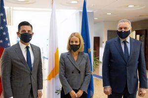 Συνάντηση της Υπουργού Δικαιοσύνης κας Έμιλυς Γιολίτη και του Υπουργού Εσωτερικών κ. Νίκου Νουρή, με τον εκτελούντα χρέη Υπουργού Εσωτερικής Ασφάλειας των Ηνωμένων Πολιτειών κ. Chad Wolf
