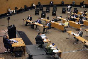 Ομόφωνα η Βουλή ψήφισε νόμο για πρόσβαση σε μαρτυρικό υλικό στις ιδιωτικές ποινικές υποθέσεις