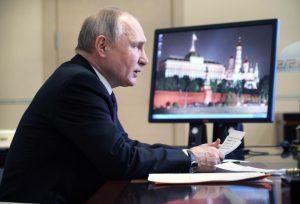 Ο Πούτιν υπέγραψε νόμο που του δίνει το δικαίωμα να διεκδικήσει δύο ακόμη θητείες έως το 2036